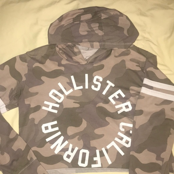 Hollister Tops - Hollister long sleeve graphic tee
